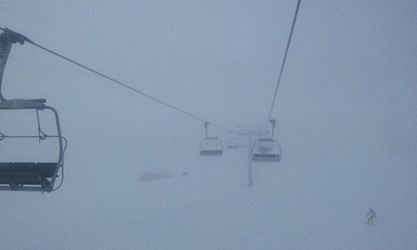nebbia sulle piste da sci