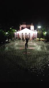 la-capitale-della-bulgaria-e-il-suo-teatro
